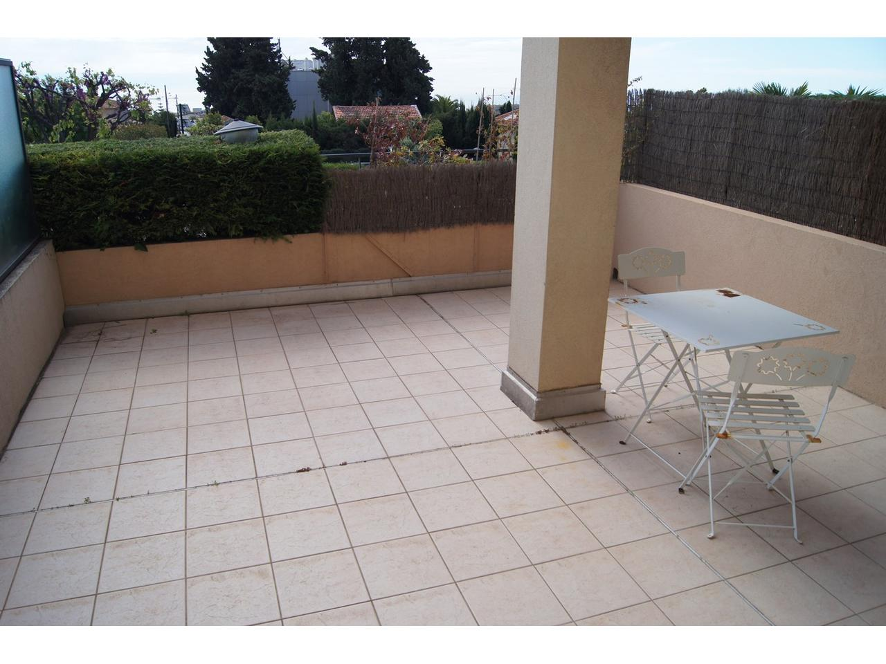 Immobilier nice vue mer appartement nice studio vue mer en for Appartement rez de jardin nice