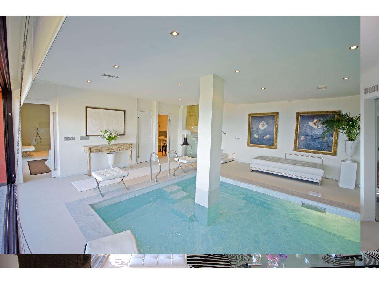 piscine intrieure maison prix excellent prix mini piscine. Black Bedroom Furniture Sets. Home Design Ideas