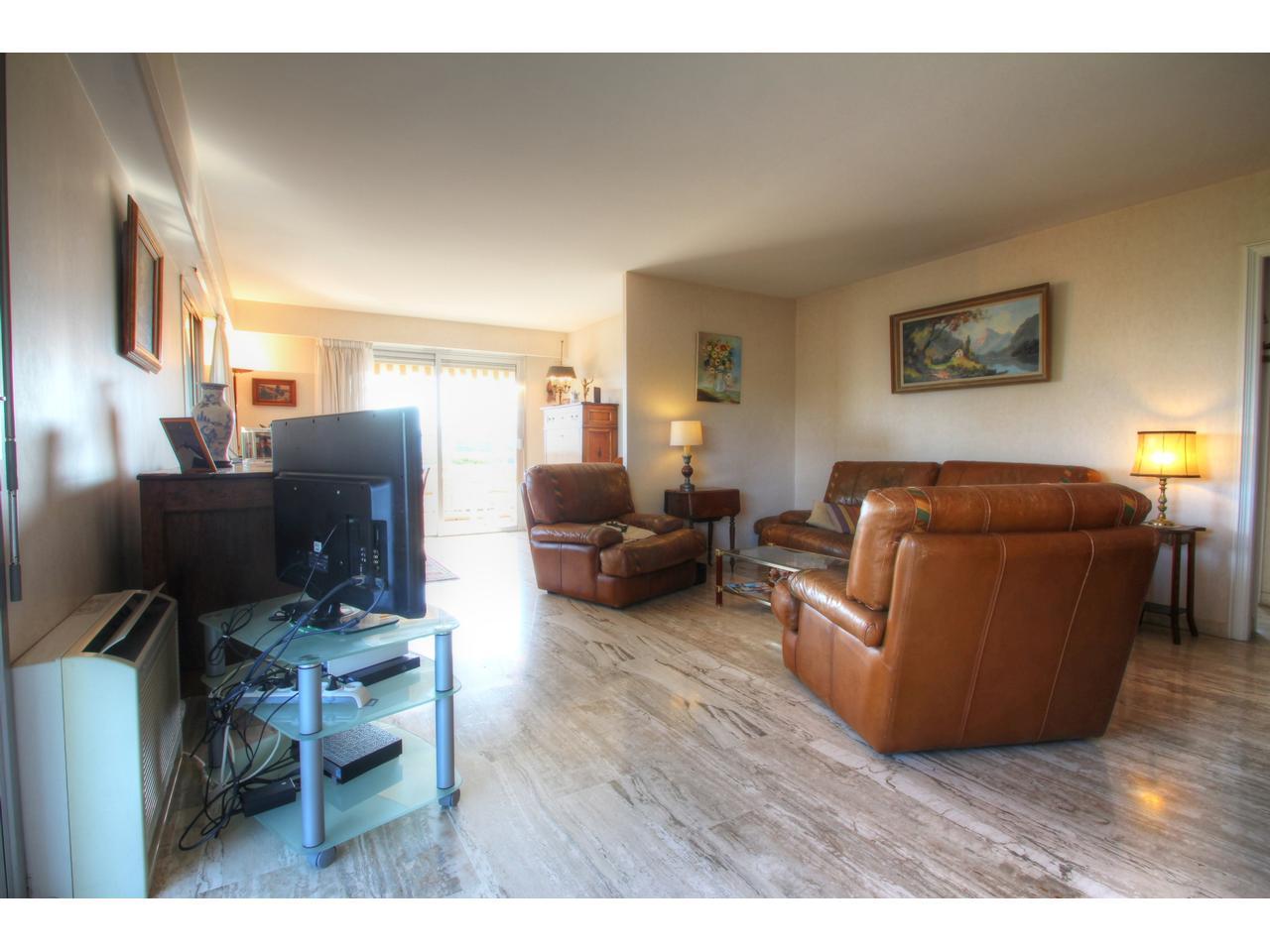 immobilier nice vue mer appartement antibes antibes badine 4 pieces en dernier etage avec vue. Black Bedroom Furniture Sets. Home Design Ideas