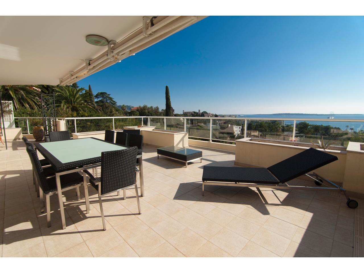 Immobilier nice vue mer appartement cannes 4 pieces etage for Appart hotel france sud