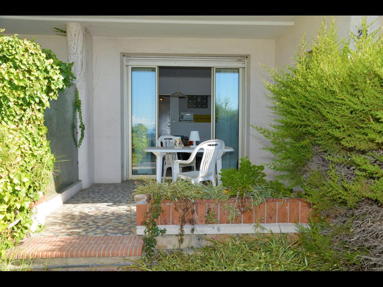 Immobilier nice vue mer appartement juan les pins studio a for Appartement avec jardin nice