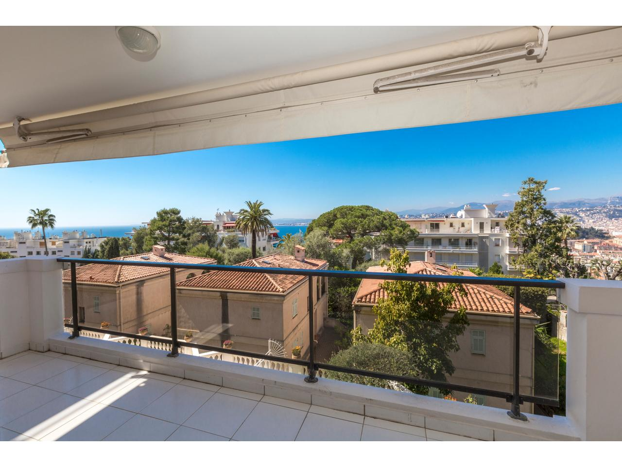 Immobilier nice vue mer appartement nice mont boron a for Immobilier avec terrasse