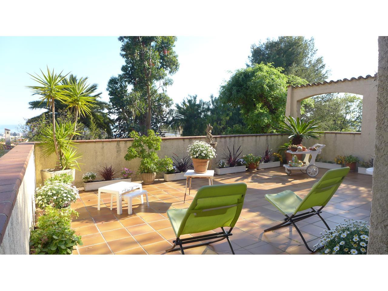 immobilier nice vue mer maison cagnes sur mer maison a vendre avec vue mer terrain plat avec piscine. Black Bedroom Furniture Sets. Home Design Ideas