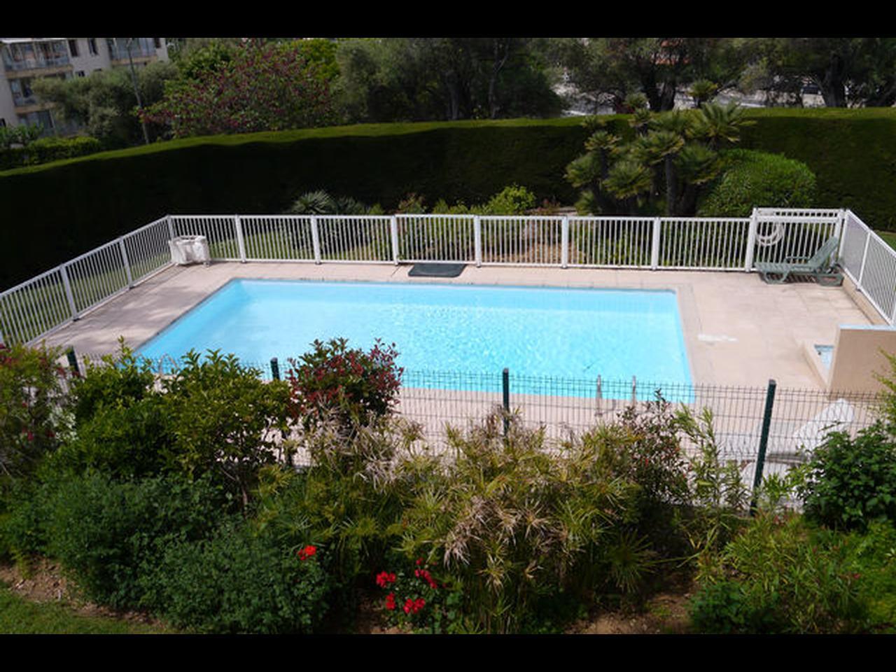 immobilier nice vue mer appartement antibes badine bel appartement vue mer a vendre avec piscine. Black Bedroom Furniture Sets. Home Design Ideas
