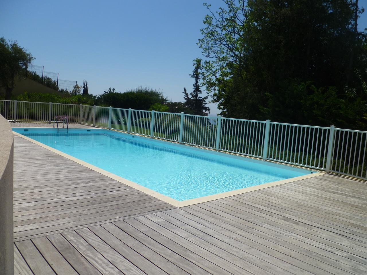 Immobilier nice vue mer appartement nice 4 pieces vue mer avec piscine et terrasse a vendre for Piscine vendeur