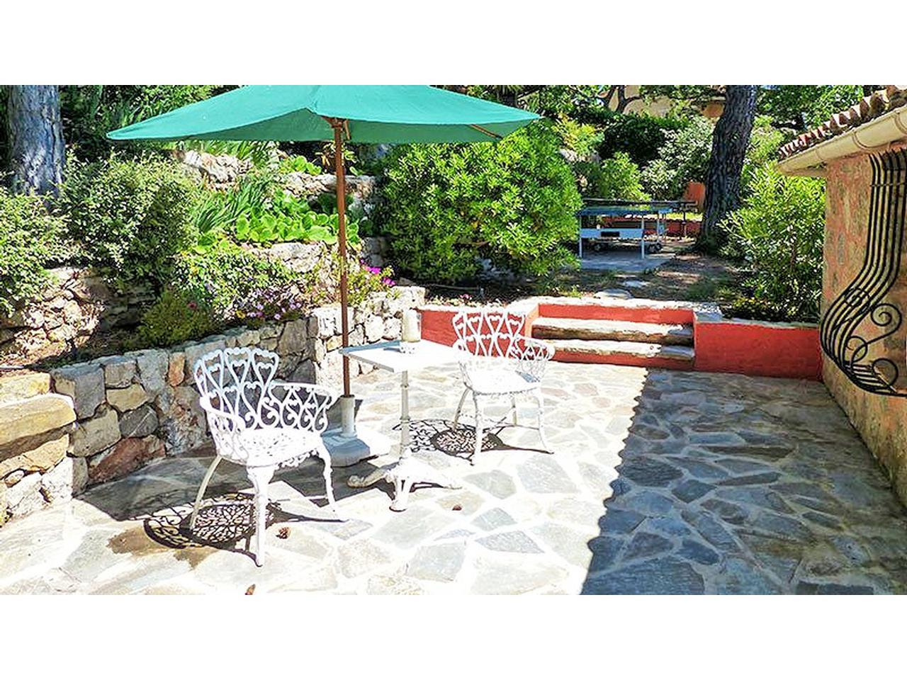 immobilier nice vue mer maison chateauneuf grasse maison en pierre a vendre avec vue mer et un. Black Bedroom Furniture Sets. Home Design Ideas