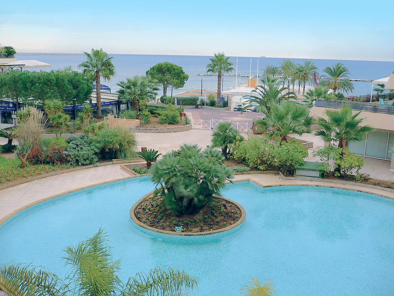 Immobilier nice vue mer appartement st laurent du var - Restaurant port de saint laurent du var ...