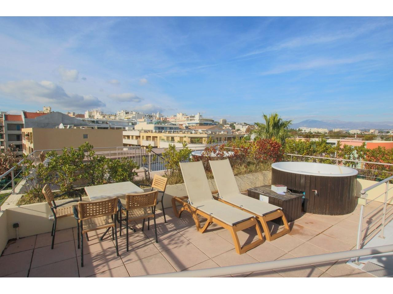 Immobilier nice vue mer appartement antibes appartement 2 for Appartement toit terrasse