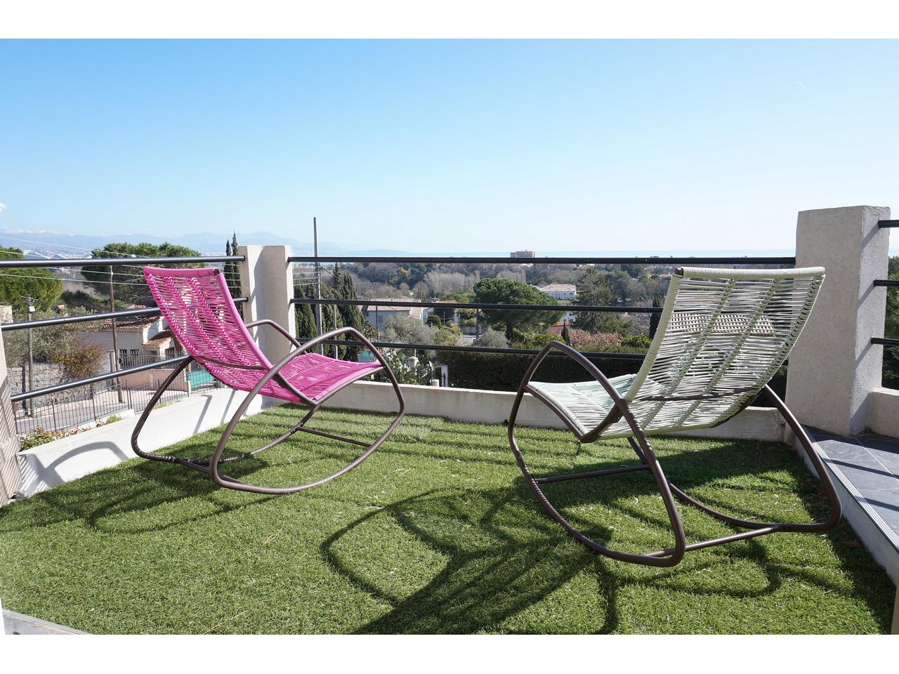 Vente appartement antibes immobilier nice vue mer for Immobilier atypique nice