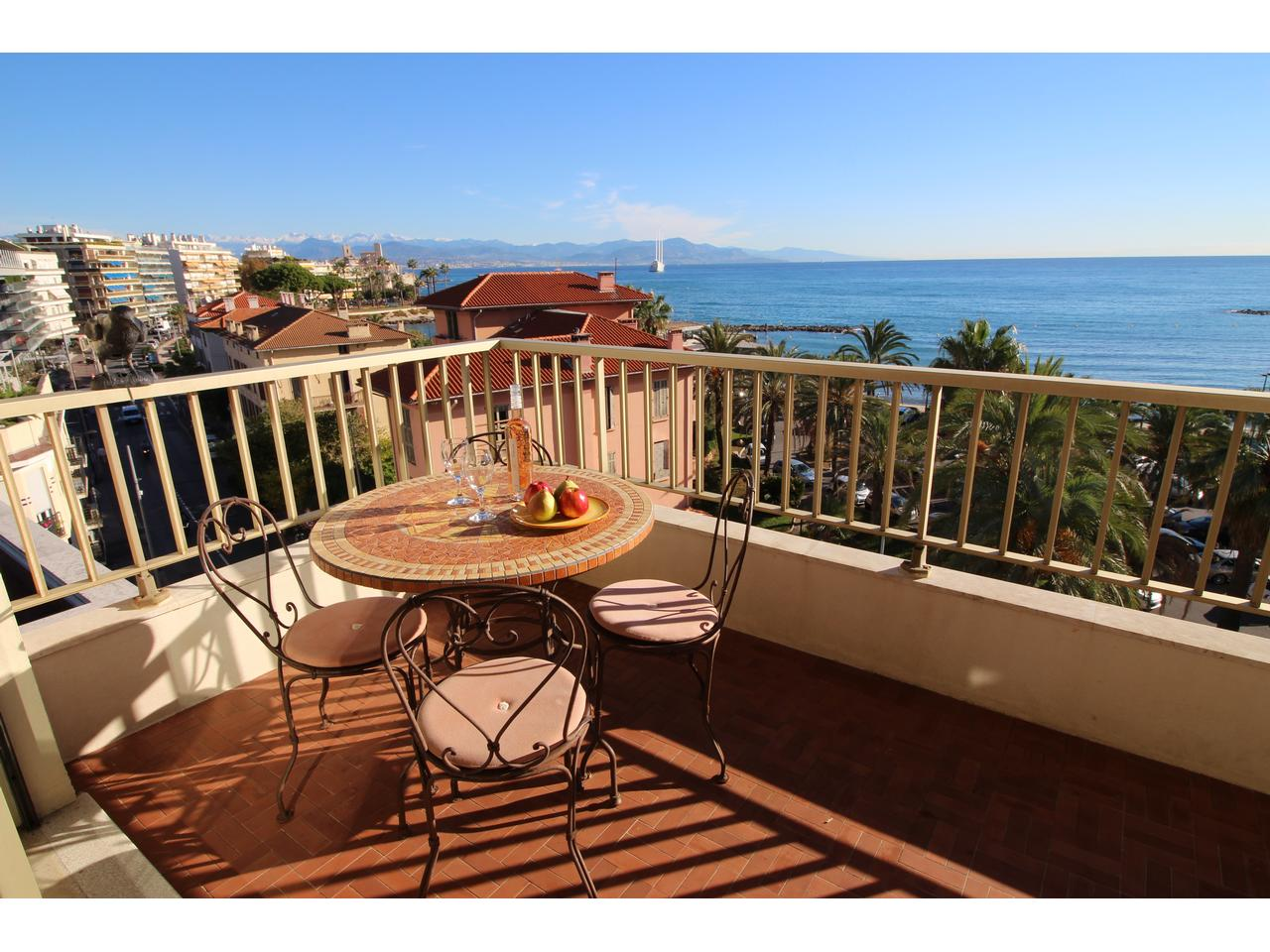 Ilette Antibes appartement face a la mer a vendre