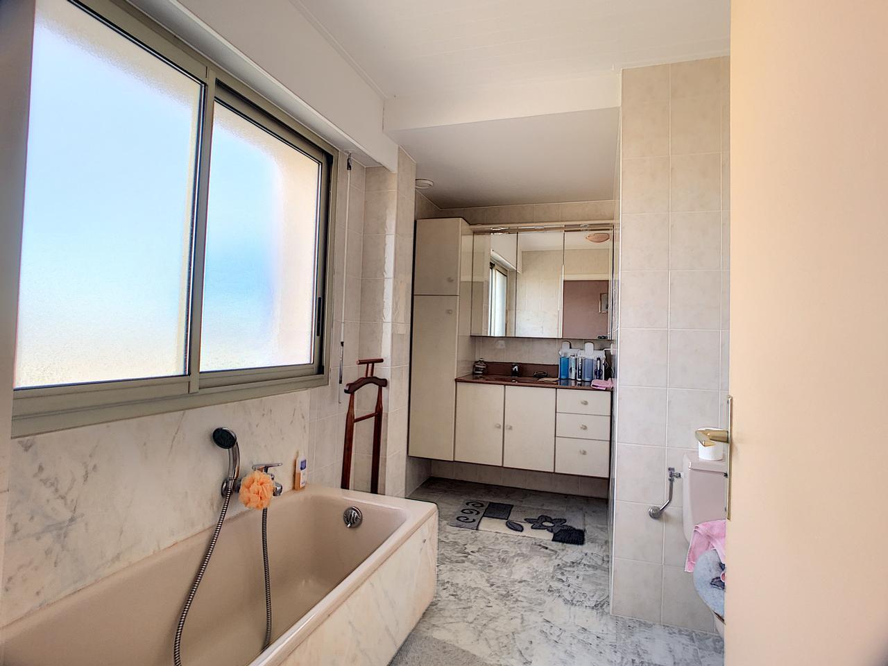 Salle De Bain Antibes immobilier nice vue mer appartement antibes appartement 3 pieces