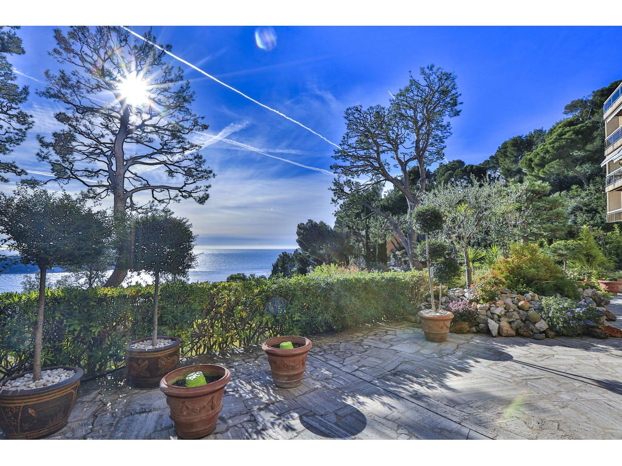 Villefranche large apartment with sea view and garden