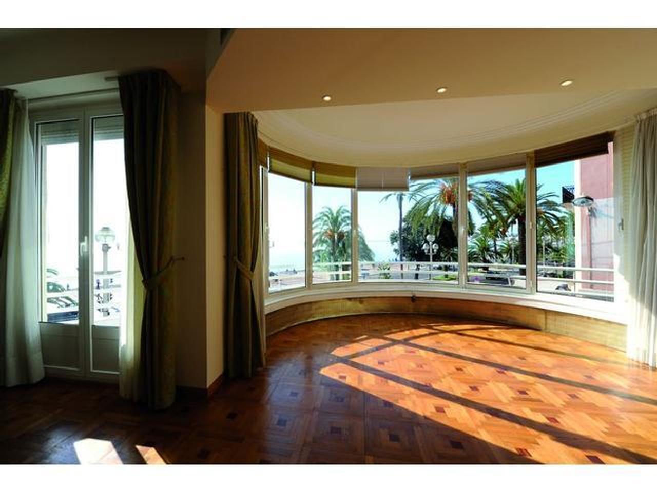 immobilier nice vue mer appartement nice 3 pieces grand sejour et balcon promenade des anglais. Black Bedroom Furniture Sets. Home Design Ideas