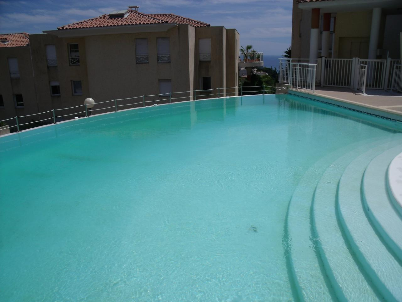 Immobilier nice vue mer appartement nice appartement avec for Vendeur piscine